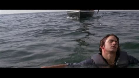 Jaws 2 - Somebody look out for Mike! (1978) - YouTube